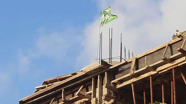 Türkiye'de cami inşaatına hilafet bayrağı asıldı