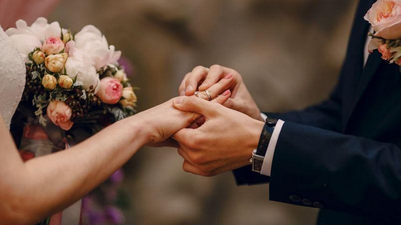 Düğünlerine gelmeyenlere fatura gönderdi