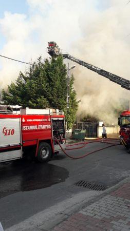 Ataşehir'de mobilya fabrikasında korkutan yangın