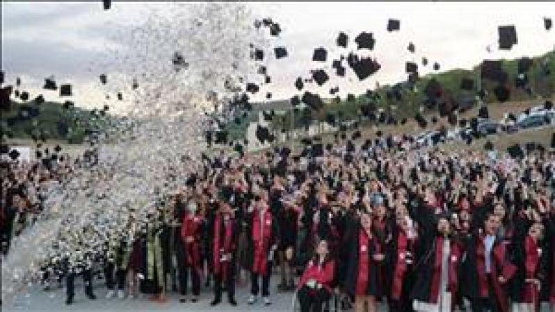 Yalova Üniversitesi Mezunlarını Geleceğe Uğurladı