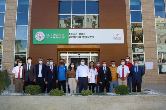 Cizre Belediyesi: Valimiz Ali Hamza Pehlivan, Cizre Gençlik Merkezini ziyaret etti.