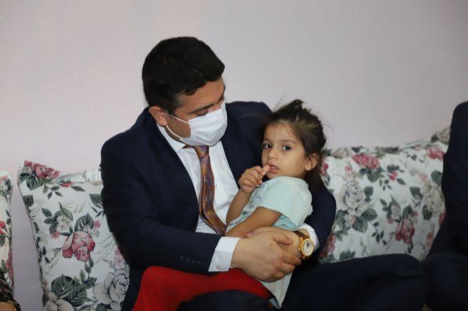 Cizre Belediyesi: Cizre'de Şehit Düşen Güvenlik Korucusu Dündar PAGE ve Çanakkale'nin Gelibolu İlçesinde Şehit Düşen Piyade Er. Nevzat ELÇİ'nin Aileleri Ziyaret Edildi.