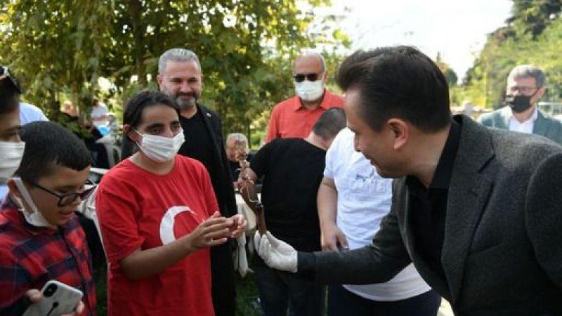 Başkan Yazıcı, Özel Çocuklara kendi elleriyle Cağ Kebabı ikram ettti