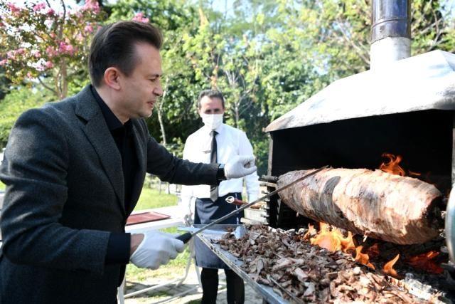 Tuzla Belediye Başkanı Yazıcı'dan özel çocuklara cağ kebabı ikramı