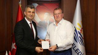 Başkan Sezer Kızılay'a kurban bağışı yaptı