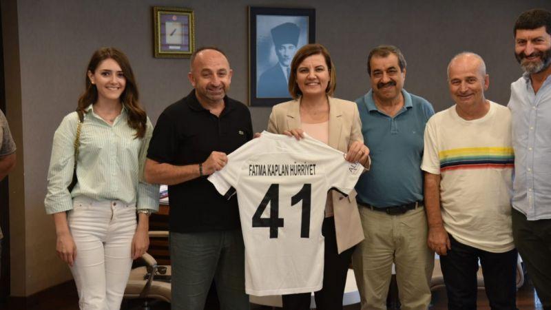 Üzülmez, Başkan Hürriyet'e 41 numaralı sezonun ilk formasını hediye etti