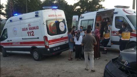 Kandıra'da iki otomobil kafa kafaya çarpıştı: 8 yaralı