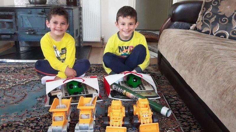 İzmit Belediyesi  Kocaelisporlu  yüzlerce çocuğu mutlu etti