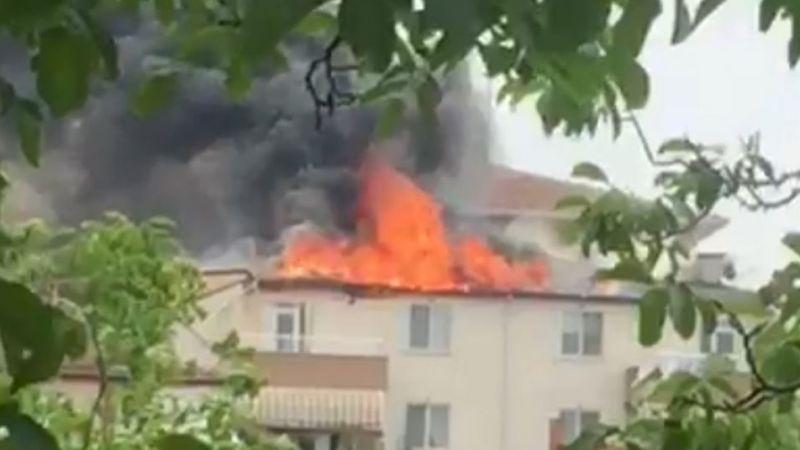Bir evin çatısında çıkan yangın söndürüldü