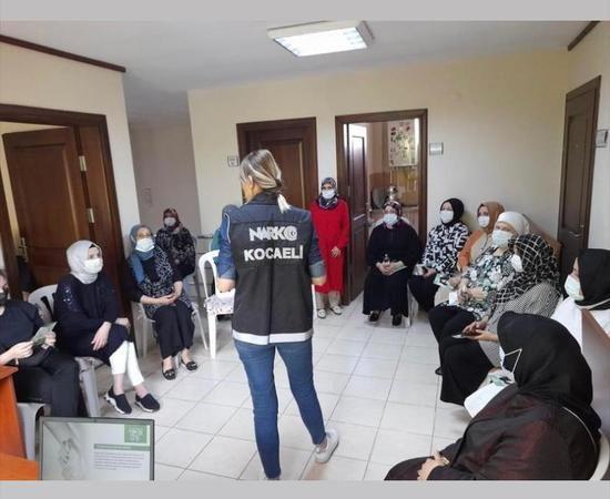 'Narkotik polisi' anneler  İZMEK'te bilinçleniyor