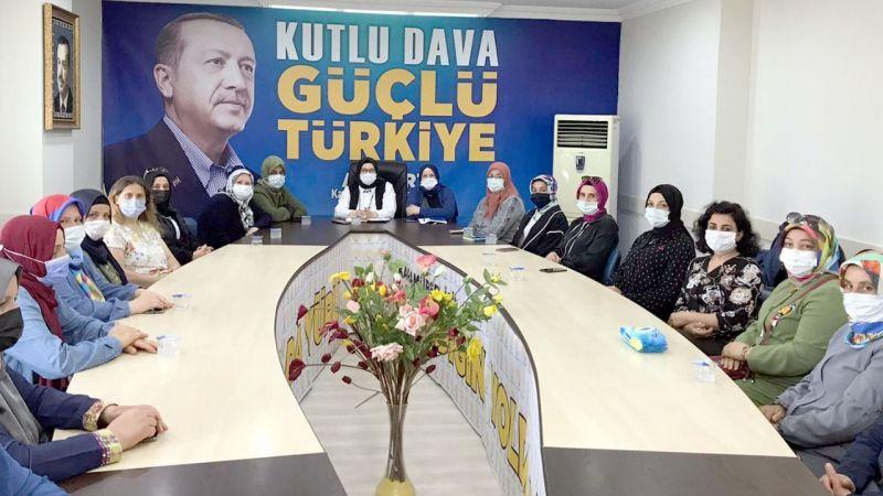 AK Parti Karamürsel İlçe Kadın Kolları Başkanı Şahin, mahalle başkanlarıyla bir araya geldi