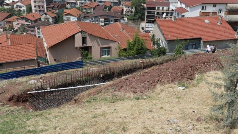 Turgut'a yeni park öncesi  istinat duvarı yapımı başladı