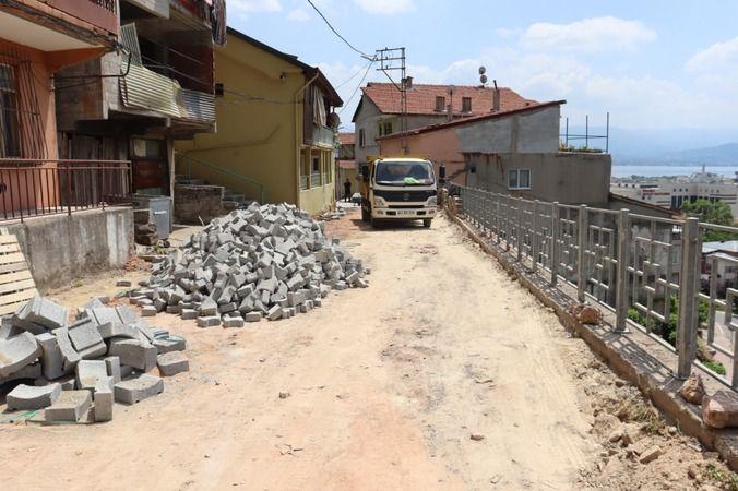 İzmit Belediyesi  Erenler'de parke taşlarını yeniliyor