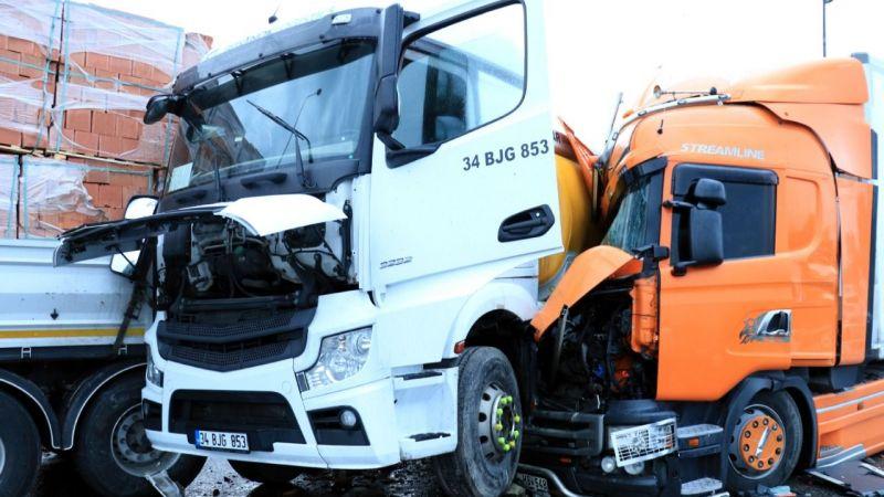 Anadolu Otoyolu'nun Kocaeli kesiminde zincirleme trafik kazası: 21 araç birbirine girdi 23 yaralı