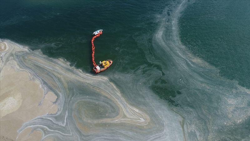 Marmara Denizi'nden 3 günde toplam 733 metreküp müsilaj temizlendi