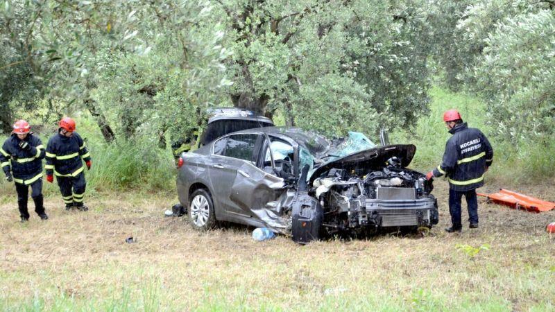 Kocaeli'de yamaç aşağı sürüklenerek zeytin ağaçlarına çarpan otomobilin sürücüsü yaralandı