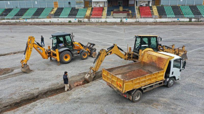 Derince Stadı yenileniyor