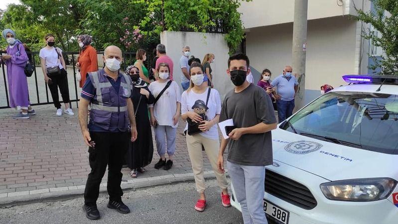Kocaeli Büyükşehir ekipleri sınava geç kalan öğrencilerin yardımına yetişti