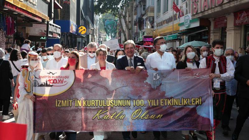 100 yıl korteji İzmit'te karnaval havası estirdi