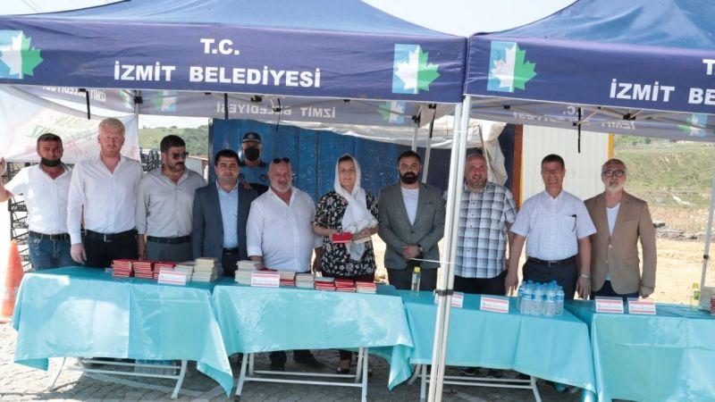 Başkan Hürriyet Kabristan ziyaretlerinde vatandaşlara Yasin-i Şerif hediye etti