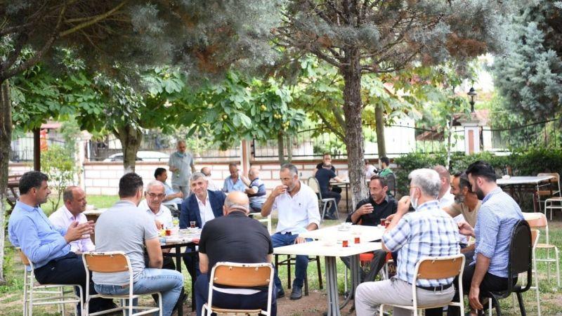 Başkan Kocaman Köseköy'de hemşerilerinin bayramlarını kutlayarak çay eşliğinde sohbet etti