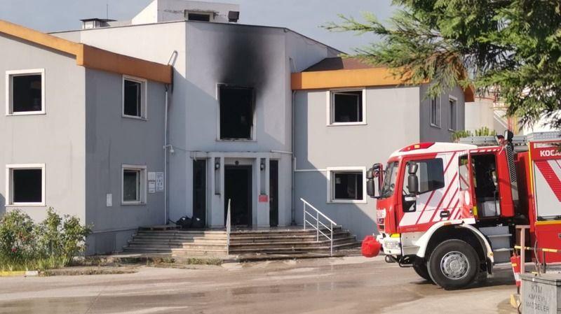 Kocaeli'de bir fabrikanın ofisinde çıkan yangın söndürüldü
