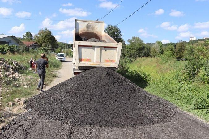İzmit Belediyesi asfalt kırıklarıyla hem yolları yeniliyor  hem de tasarruf ediyor