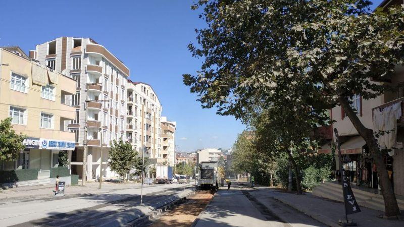 Gebze'deki önemli caddede üstyapı çalışması yapılıyor