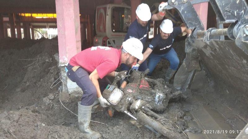 İZBAK  selin yıktığı Bozkurt'ta arama çalışmalarını sürdürüyor