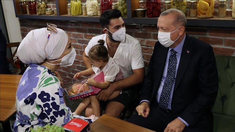 Cumhurbaşkanı Erdoğan, Çengelköy'de bir restorana uğradı