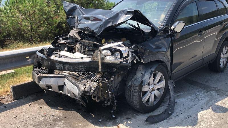 TEM'de cip, emniyet şeridinde bekleyen hafif ticari araca çarptı: 7 yaralı