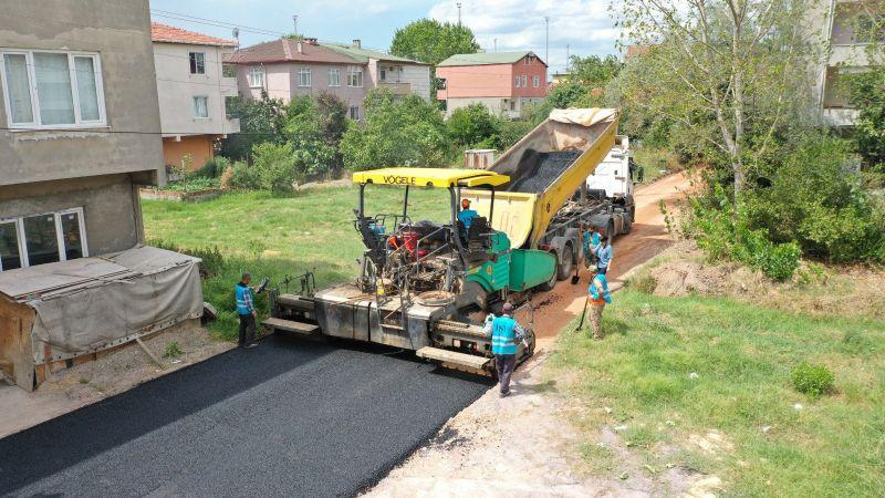 Altyapı sonrası yollar asfaltlanıyor