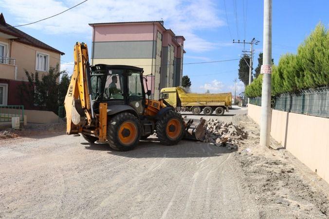 İzmit Belediyesi  Tüysüzler'de  yol ve kaldırımları yeniliyor