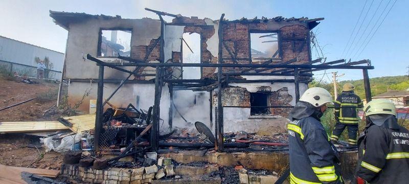Kombi patladı, müstakil ev alevlere teslim oldu
