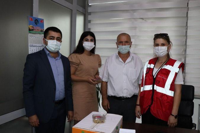 İzmit Belediyesi sağlık çalışanları  ve polislere aşure ikram etti