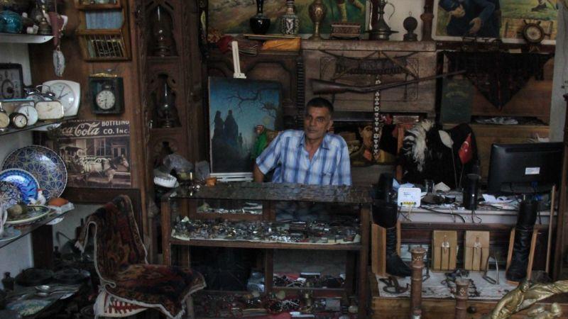 Merakı antika dükkanı açtırttı