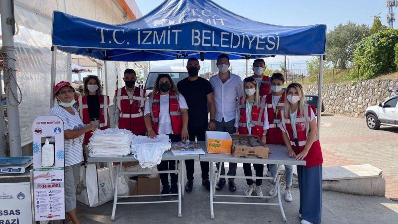 İzmit Çınar Ekibi  pazarcılara aşure ikram etti