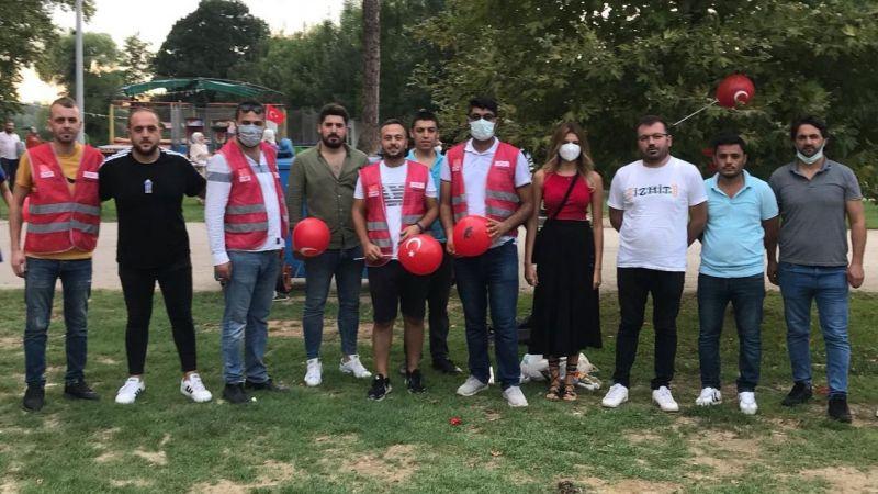 CHP Kartepe Gençleri 30 Ağustos'un zafer coşkusunu Kartepeliler'le paylaştı