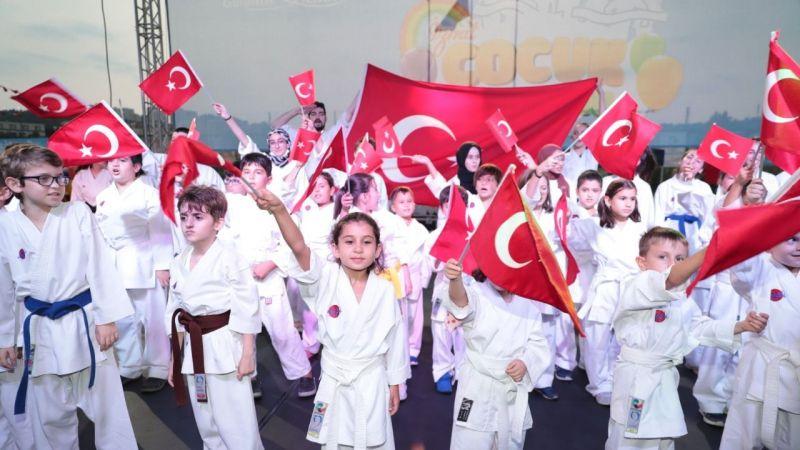 Çocuklar Zafer Bayramı'nı doyasıya kutladı