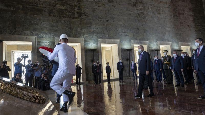 Erdoğan başkanlığındaki devlet erkanı, Anıtkabir'i ziyaret etti