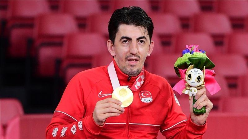 2020 Tokyo Paralimpik Oyunları'nda masa tenisi tek erkeklerde Abdullah Öztürk altın madalya kazandı