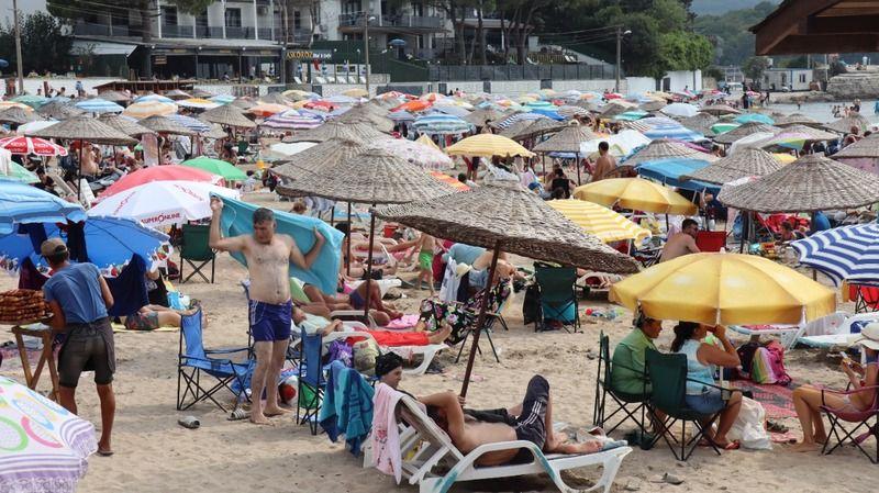 Sezonun bitimine sayılı günler kala plajlar doldu taştı