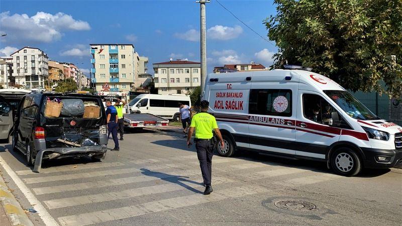 Halk otobüsü minibüsle çarpıştı: 1 yaralı