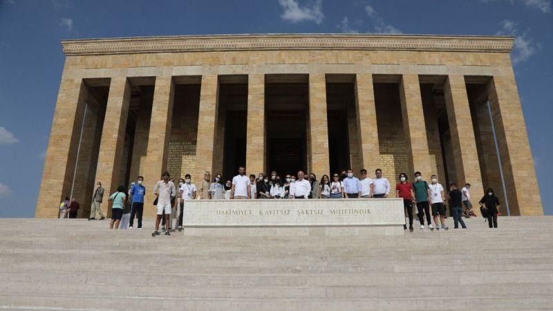 Darıcalı gençler başkanları ile Anıtkabir'e yürüdü