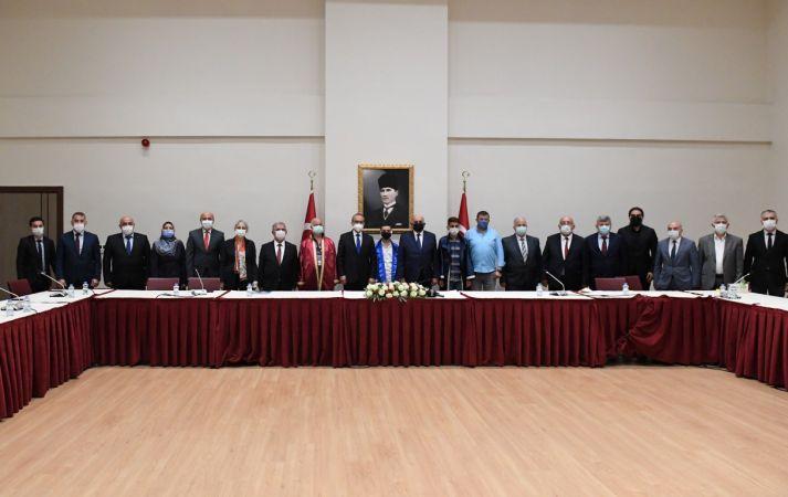 Ahilik Kutlama Komitesi Üyeleri, Vali Seddar Yavuz'u Ziyaret Ettiler
