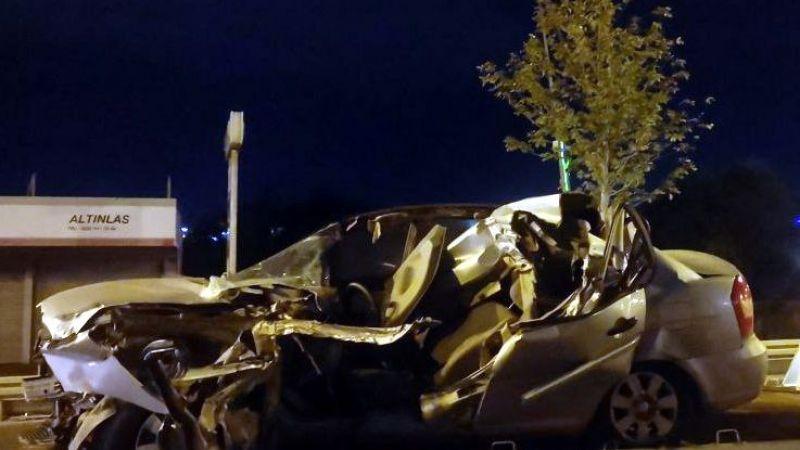 Park halindeki kamyonete çarpan otomobilin sürücüsü hayatını kaybetti