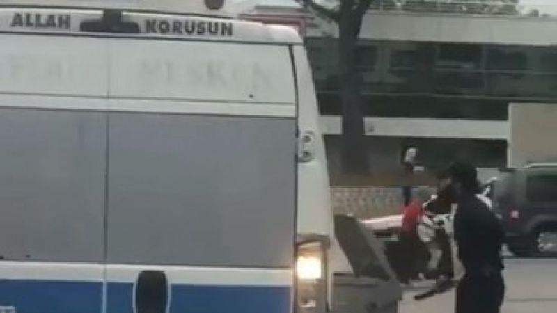 Palayla yolcu minibüsüne saldırdı, o anlar kameralara yansıdı