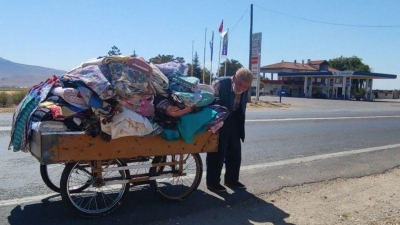88 yaşındaki çerçici ekmek parası için kilometrelerce yol gidiyor