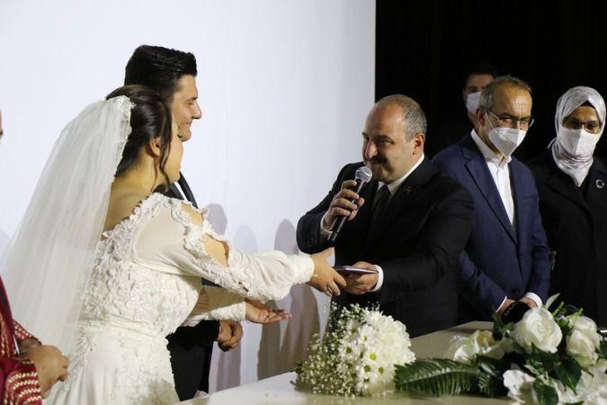 Darp edilen İHA Muhabiri Uslu dünya evine girdi