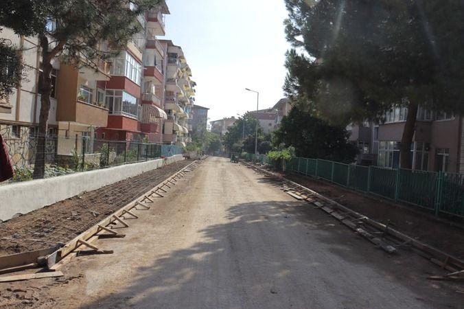 Şirintepe Mahallesi Bora Sokak'ta kaldırım çalışması sürüyor